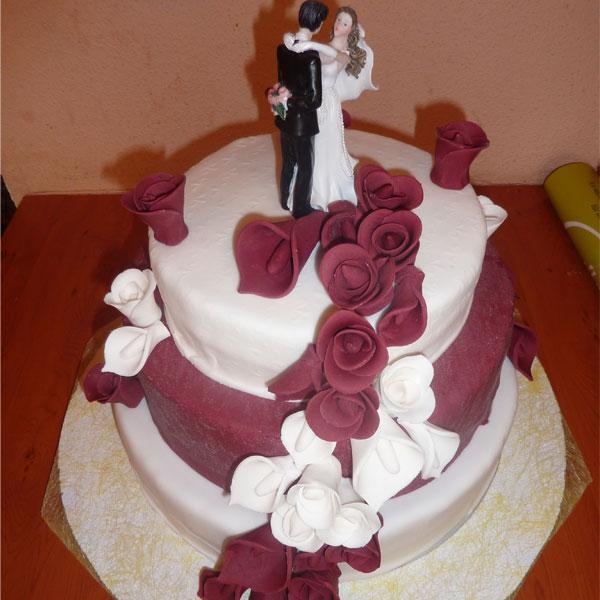 Hochzeitstorte mit Pärchen