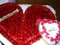 Hochzeitstorte, Herz mit Erdbeeren