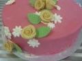 Geburtstagstorte mit Marzipanrosen und Blätter