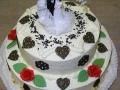Hochzeitstorte, klassisch mit Buttercreme und Marzipandekor
